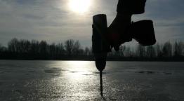 Helykeresés jégen